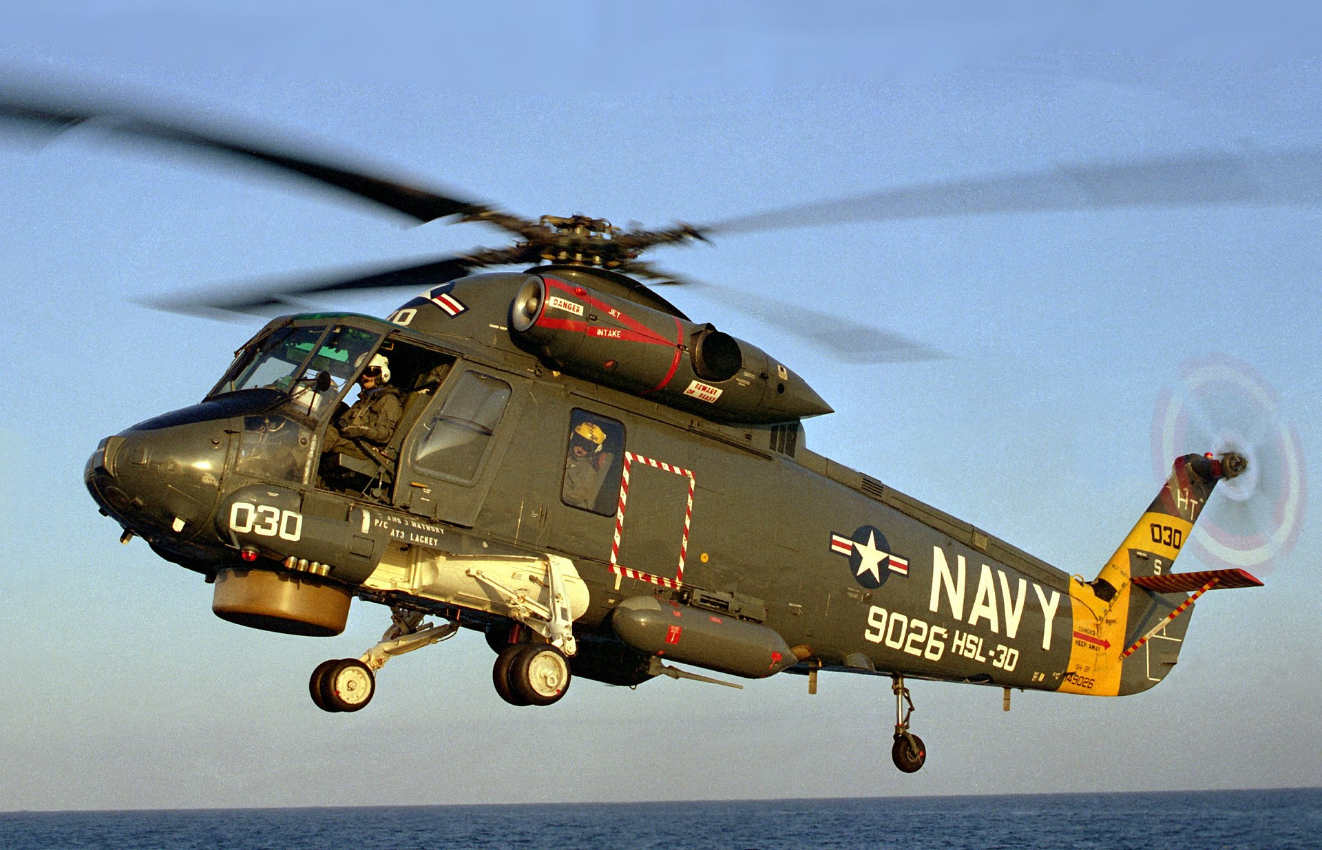 /Anigrand_Catalog/Anigrand/anigrand/updates/AA4081_SH-2F_Seasprite_landing_on_the_USS_Nicholson_(cropped).jpg